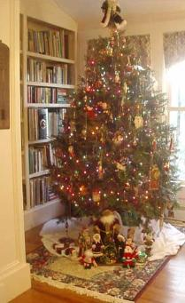 Lake View Cottage B&B's Christmas Tree - Photo by Emily Duffy